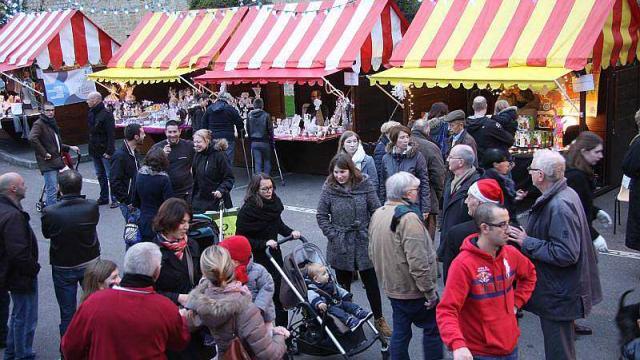 Bayeux le marche de noel fait le plein de visiteurs